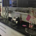 Mudando o visual da cozinha com adesivos